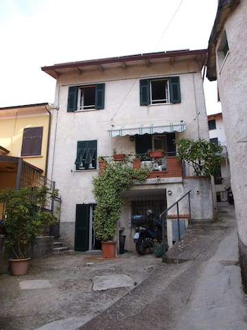 Casa nelborgo di Pariana
