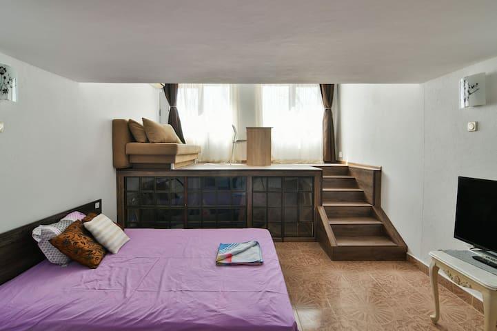 Top floor maisonette loft in Downtown for 4 guests