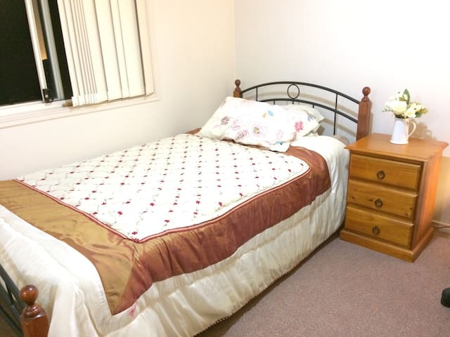 Room in charming townhouse - Oxley - Flat
