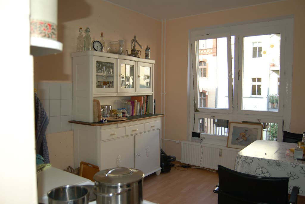 große Wohnküche mit Essplatz - big kitchen with dining table