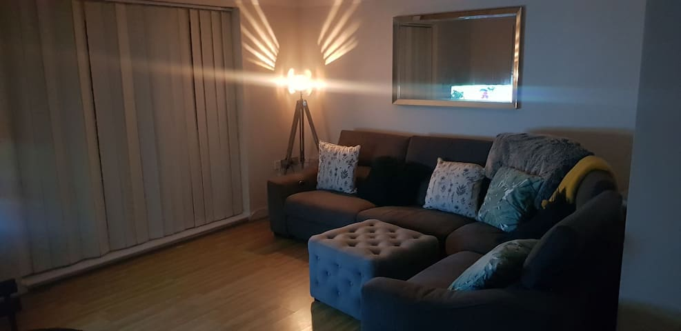 Spotless 1 bed, minutes from the sea,town & ferry