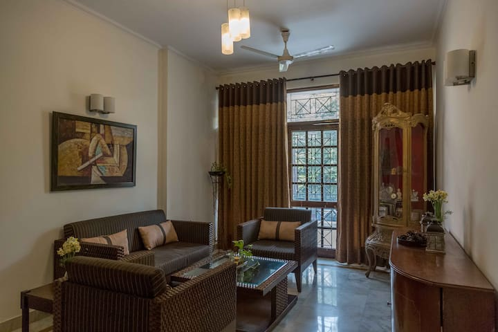 Hauz Khas B&B Woodpecker Apartments