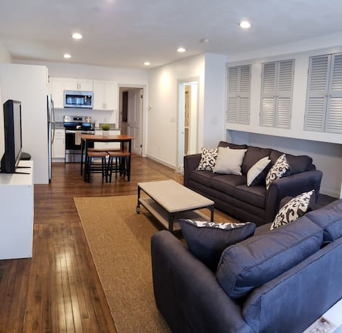 Newly Renovated Downtown Salem Apartment!!