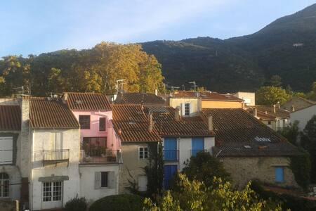 Petite maison de village en centre ville - Céret