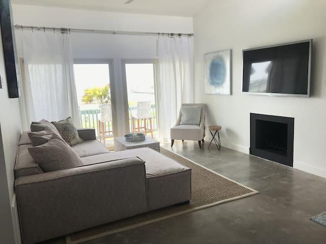 Newly Remodeled 3-2 Condo with Aransas Bay Views!