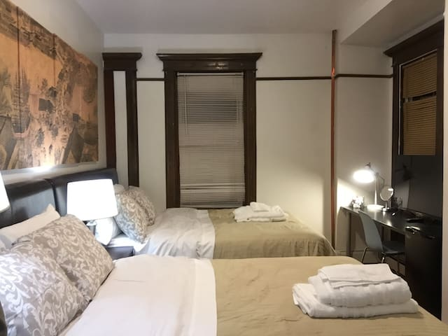 24-4 Private Bedroom by Subway Mins to NYC / WTC
