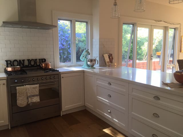 Renovated Edwardian in Camberwell - Camberwell - House