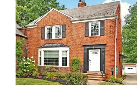 Stunning updated 4 bedroom colonial - University Heights - Haus