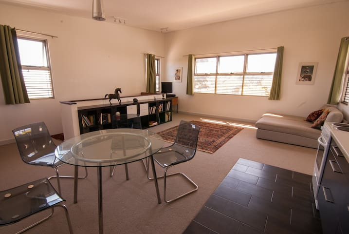 Upstairs seaside apartment - South Fremantle - Apartment