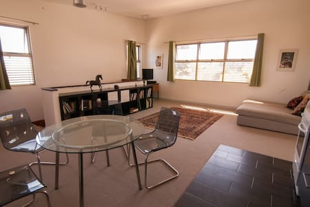 Upstairs seaside apartment - 사우스 프리맨틀(South Fremantle) - 아파트