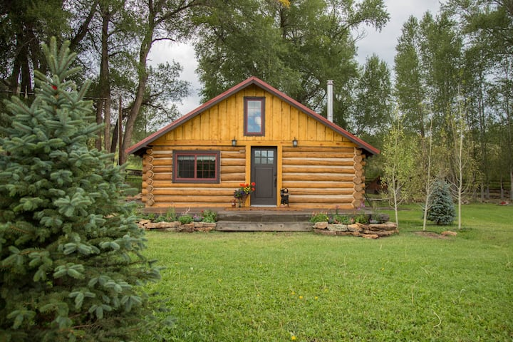 Gorgeous Remodeled Log Cabin atTiny Timbers Resort