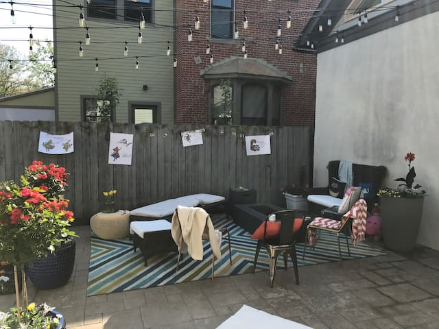 Renovated, picturesque 1800s home w/garden