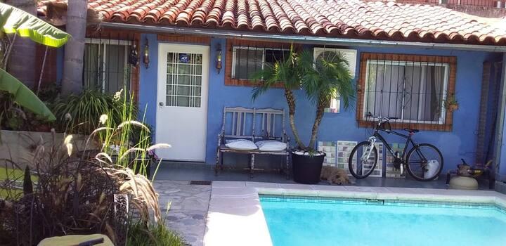 Habitación completa con pileta compartida/Olivos