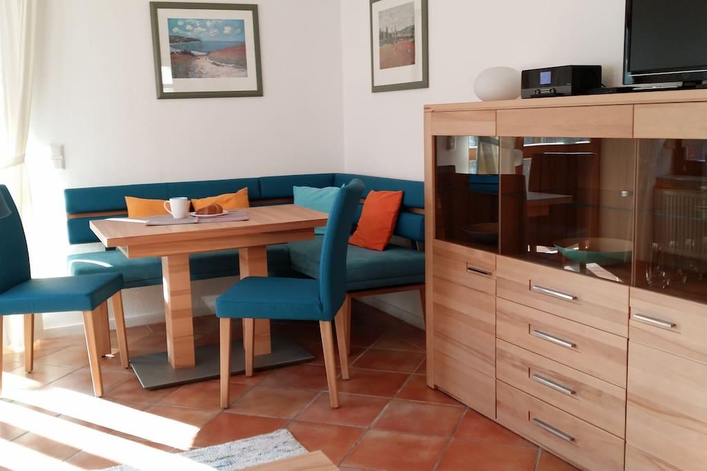Wohn-/Esszimmer mit ausziehbarem Tisch