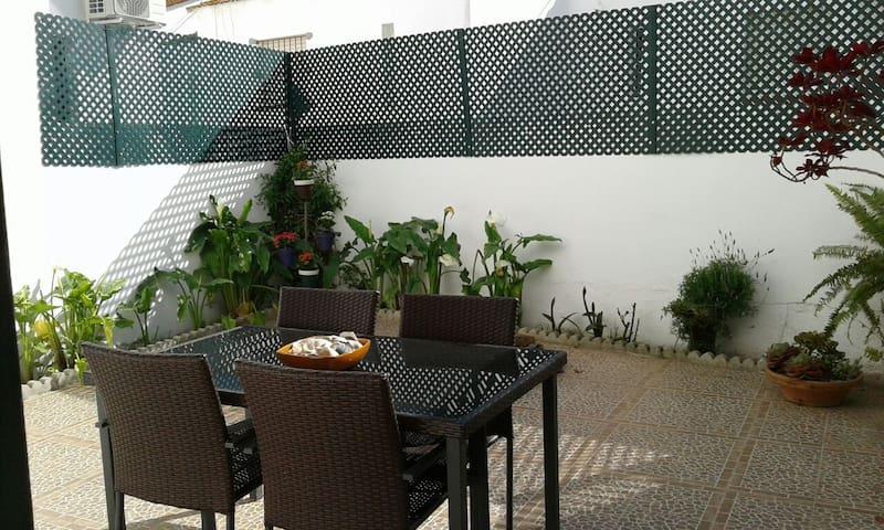 Casa Adosada con gran patio - Conil de la Frontera - Dom
