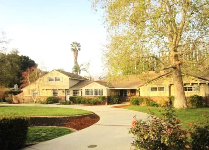 Los Angeles Private Vacation Pool Estate near CSUN