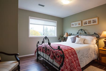 2 Bdrm Suite with Ocean Views - North Saanich - Rumah