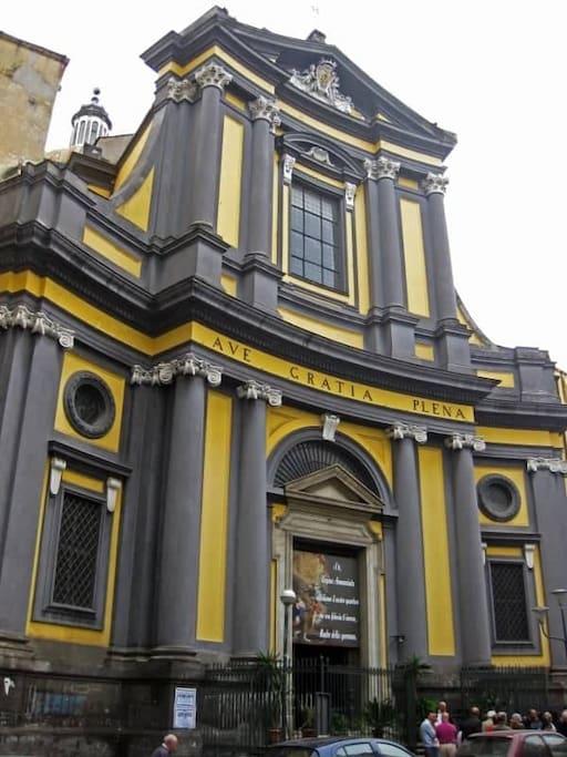 Chiesa dell'Annunziata,la quale si trova di fronte alla casa Dolce casa.