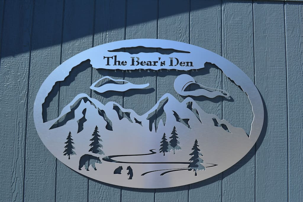 Welcome to The Bear's Den B&B in Page, AZ located just 15 minutes from Antelope Canyon, Horseshoe Bend and Lake Powell!
