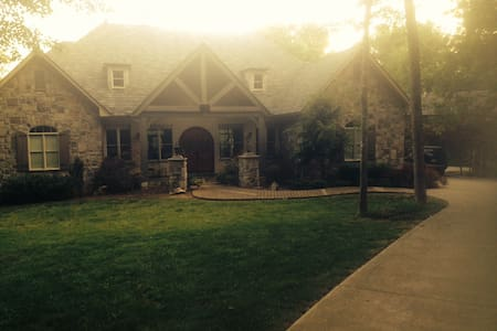 Magnificent 4500 sq ft Home - Knoxville - Ház