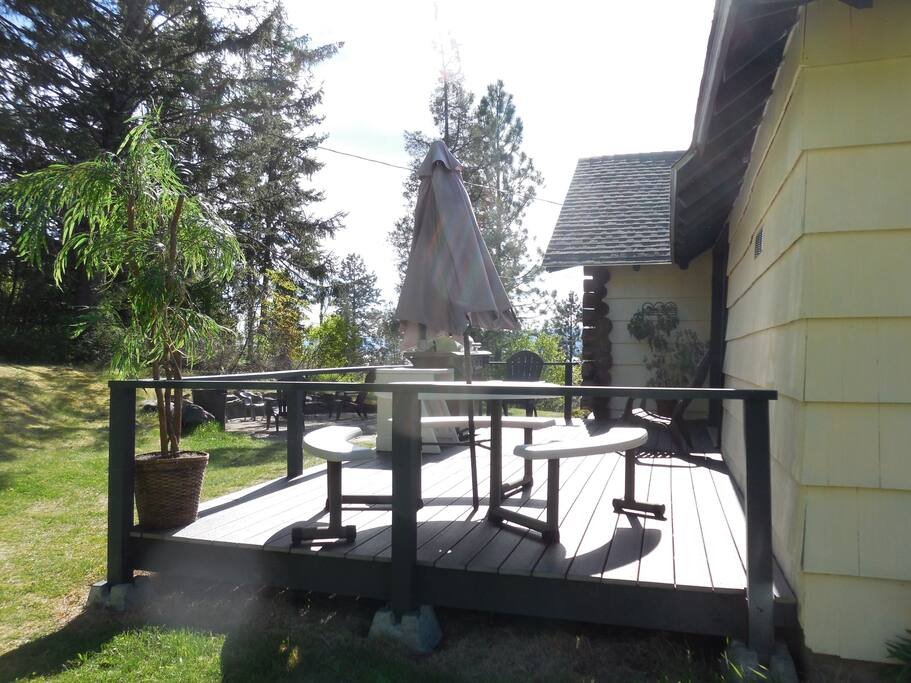 This is the deck and the fire pit just beyond.  We  provide fuel for both.  guests seem to really enjoy sitting outside at night around the fire pit.