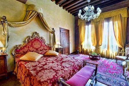Canal view Caravaggio apartment in a luxury Palace