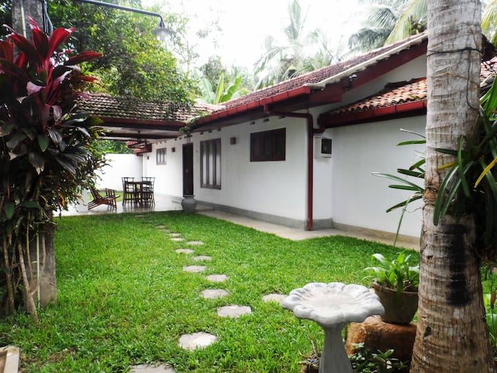 Summer Dew Villa - Villa in Unawatuna