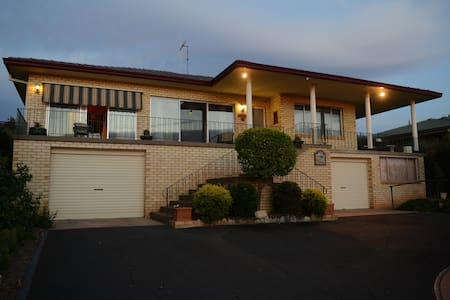Bed with with ambience & breakfast - Parkes - Pousada