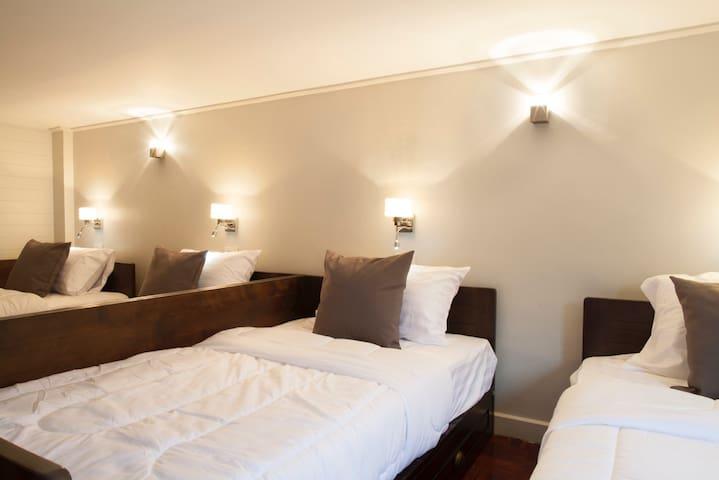 Family 5 beds room - Bangkok - Leilighet