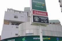 24時間営業スーパー*Supermarket open 24 hours.