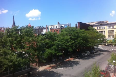 Loft Apt. Steps to Noho Nightlife - Walk to Smith! - Northampton - Apartmen