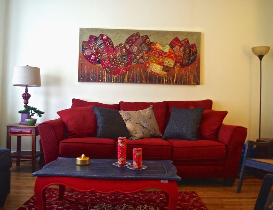 Front Living Room Is Very Stylish,Pleasant,with comfy   Pull-Out Sofa & Large TV