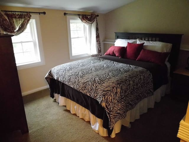 2nd Floor Country Suite