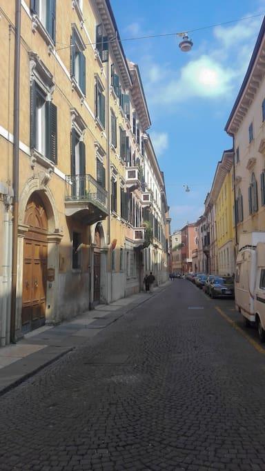 via Leoncino