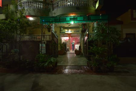 Deluxe Home Stay In Agra