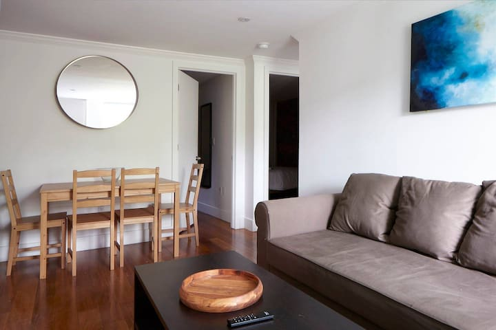 Bright, Spacious 3BR/2BA in East Village, groups