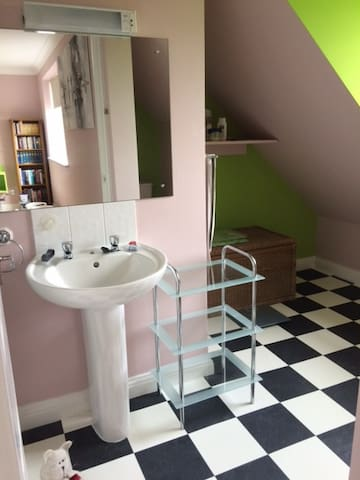 Spacious and comfortable - guaranteed a good sleep - South Gloucestershire - Huis