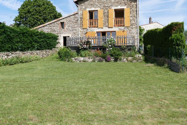 maison de village  avec cour et jardin . - Ardoix - Casa