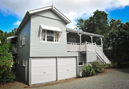 Cottage Mt Tamborine - ex location - North Tamborine