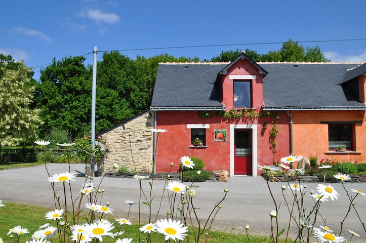 Lovely Cottage in quiet countryside - Conquereuil - House