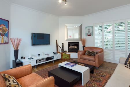 Newly renovated  Live like a local-Cottesloe Beach