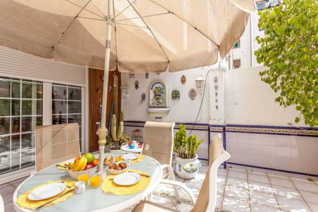 Piso amueblado con terraza valencia apartamentos en for Alquiler piso terraza valencia