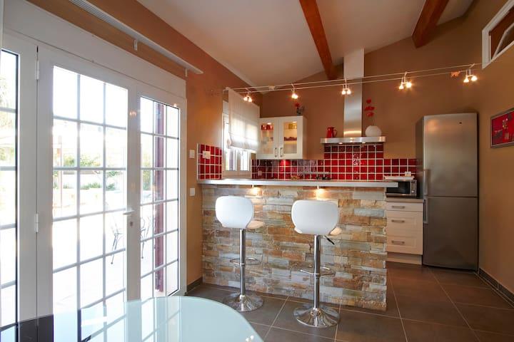 Studio dans villa avec piscine - Cassis