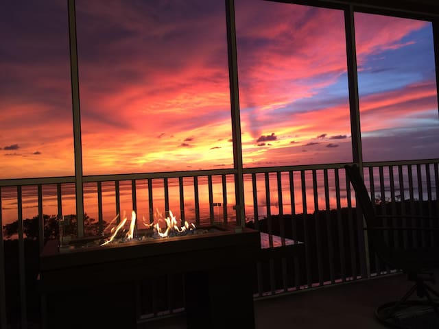 New Luxury 3/3 Condo in Margaritiville Resort