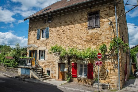 Apartment in old wine house parking/garden - Arbois - Huis