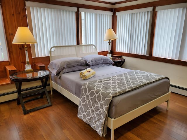 Great Comfort & Privacy NYC, EWR, JFK, Outlet Mall