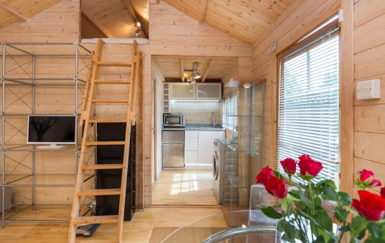 Gorgeous Designer Newly Refurbished Log Cabin