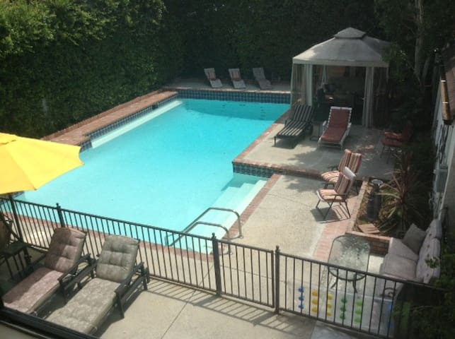 Charming Pool House, great location