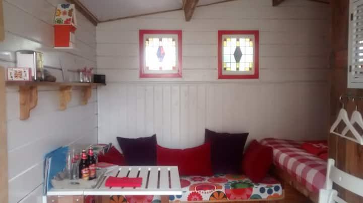 Cosy cabin with private facilities