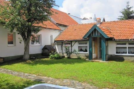 La petite maison - Brebu Nou